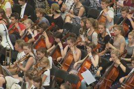 Оркестр из 7,5 тысяч человек сыграл во Франкфурте