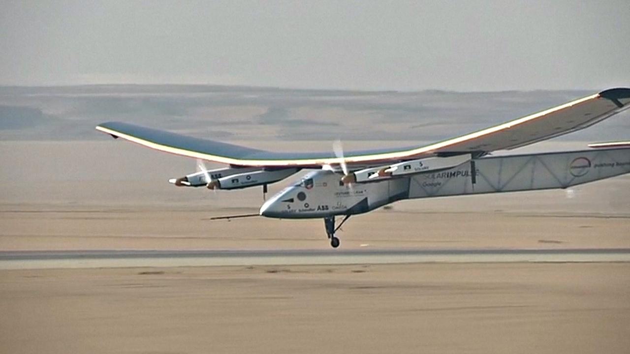 Solar Impulse 2 приземлился в Каире