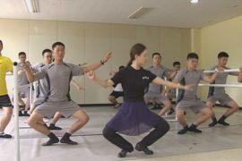 Южнокорейские солдаты учатся балету