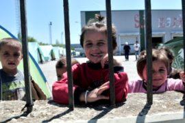 Активисты: детей-мигрантов держат как преступников