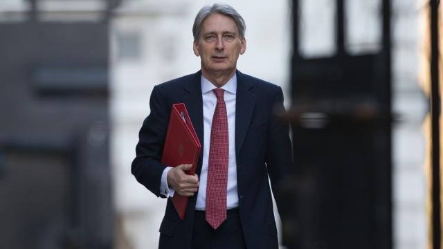 Вернёт ли Хэммонд стабильность экономике Британии?