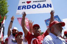 Турция: сторонники Эрдогана празднуют на улицах