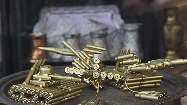 Босниец превращает наследие войны в искусство