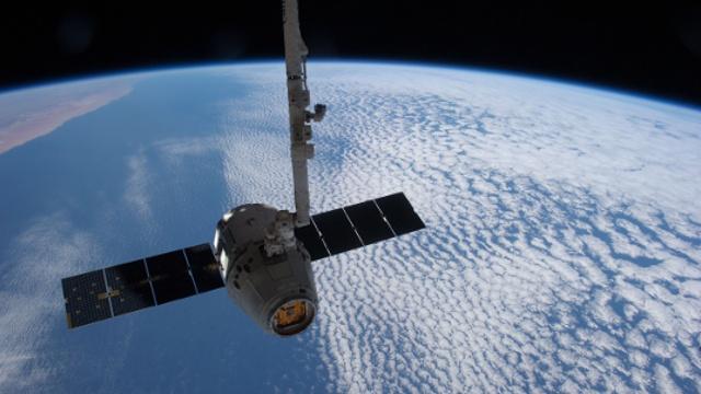 Dragon прибыл на МКС