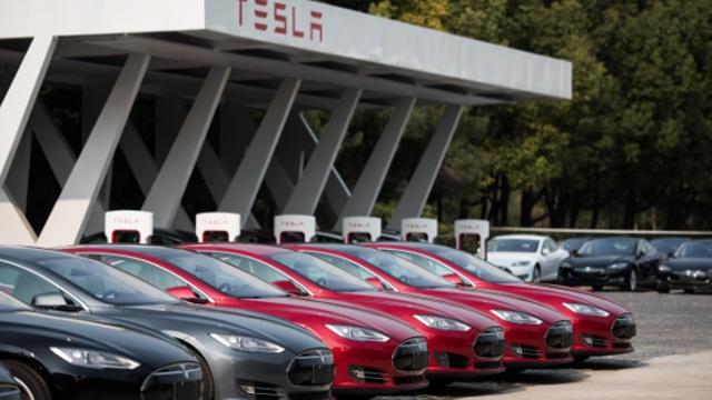 Tesla Motors планирует выпускать солнечные панели
