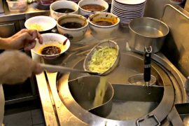 Уличную еду Сингапура отметили звёздами Мишлен