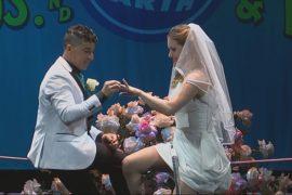 Канатоходцы поженились под куполом цирка