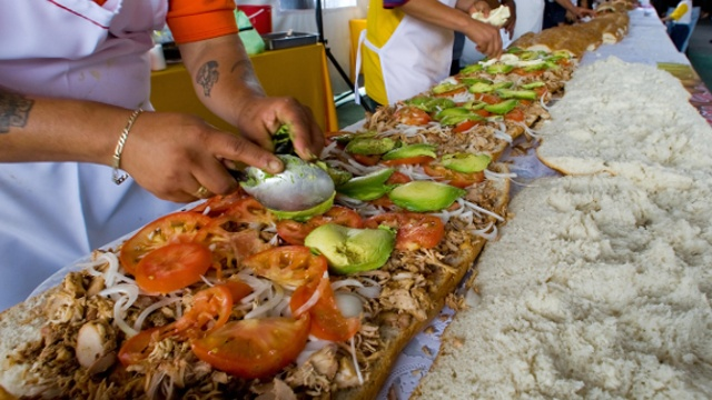 В Мексике снова приготовили рекордный бутерброд