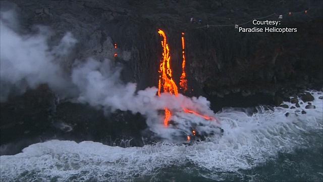 Встреча воды и огня на Гавайях: лава достигла океана