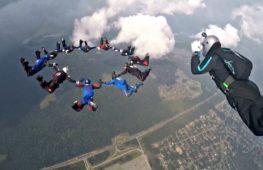 Военные парашютисты 30 стран состязались в России