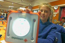 Школьники Австралии делают лампы для бедных сверстников