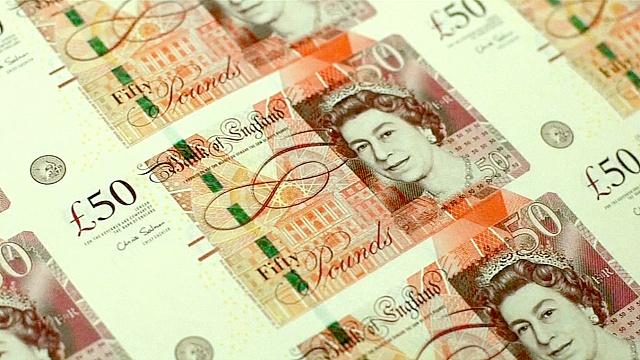 Банк Англии впервые за 7 лет снизил базовую ставку