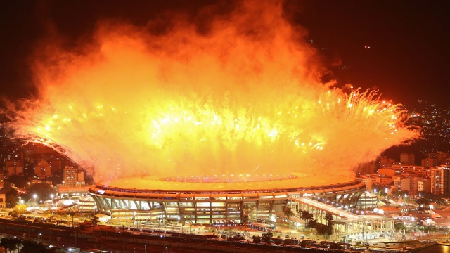 Олимпиада в Рио открылась зрелищным фейерверком