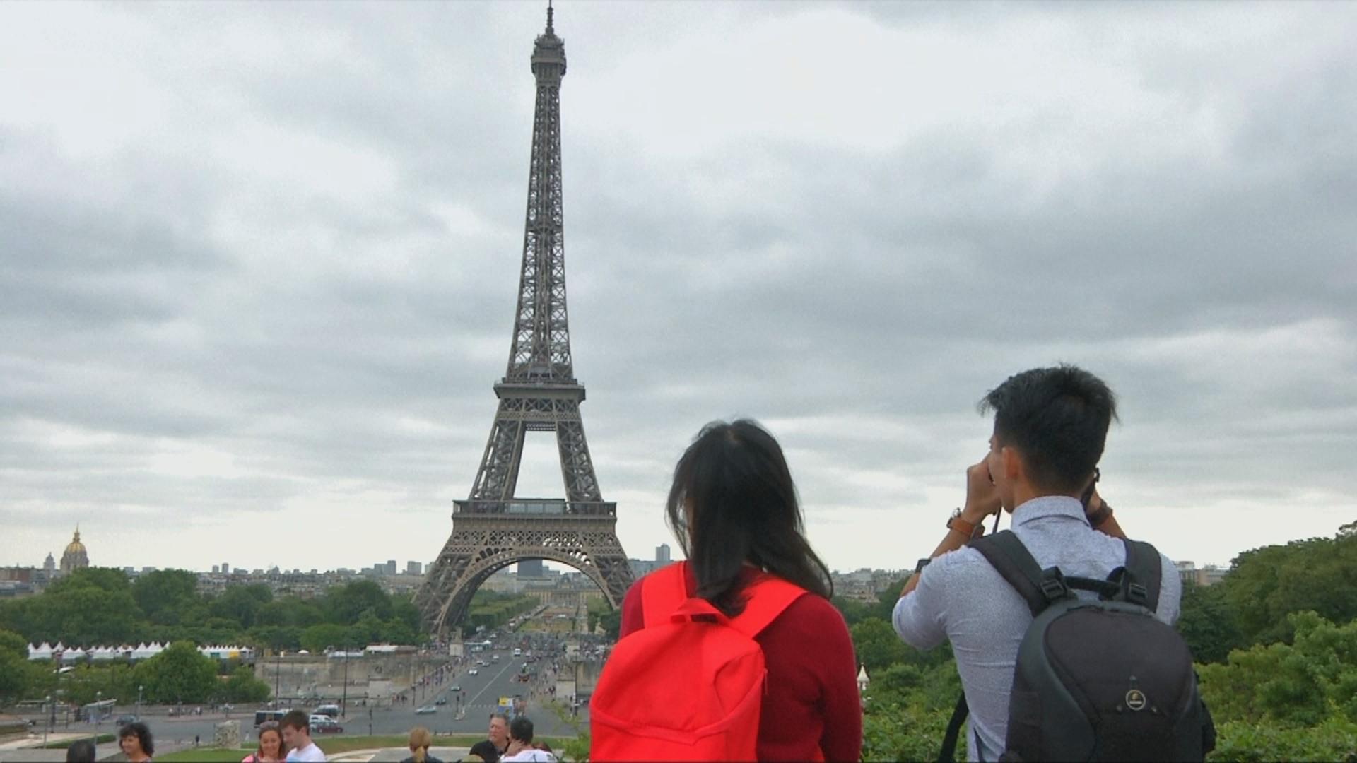 Во Францию после терактов приезжает меньше туристов