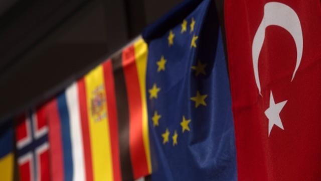 Турция потребовала от ЕС назвать дату отмены виз