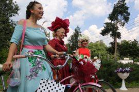 «Леди на велосипеде» проехали по Сокольникам