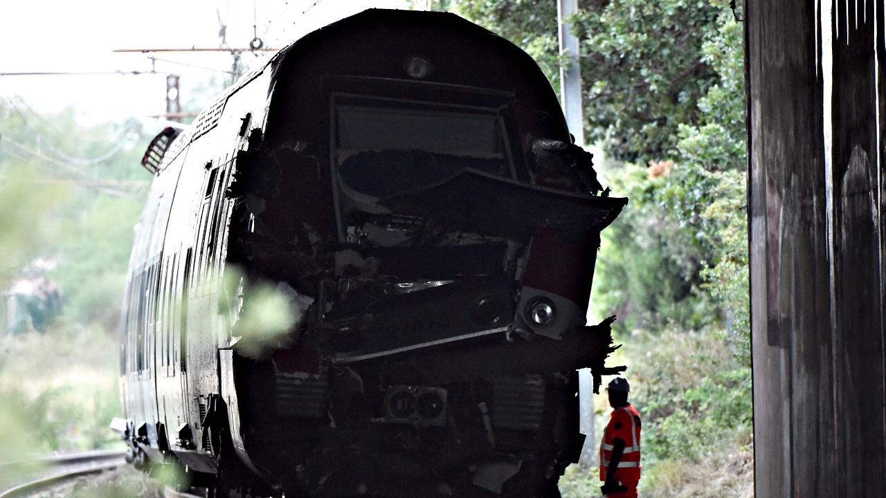 Франция: поезд врезался в упавшее на рельсы дерево