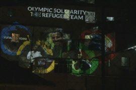 В трущобах Рио показывают кино на стенах ради мира
