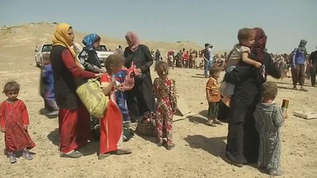 Сотни иракцев бегут из городов перед штурмом Мосула