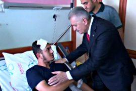 Премьер Турции навестил раненых в ходе теракта