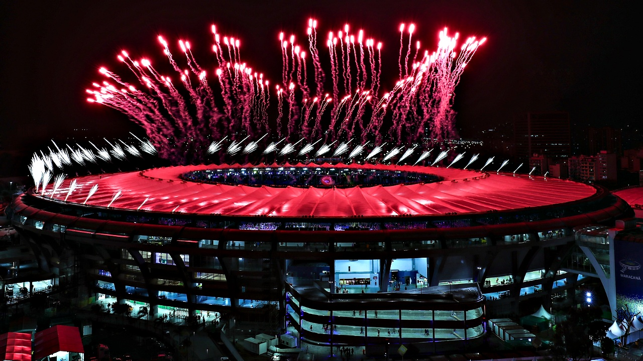 Красочным фейерверком завершилась Олимпиада в Рио