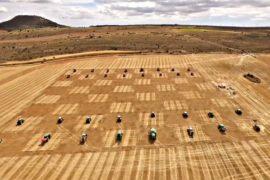 Полевые шахматы: комбайны и тракторы вместо пешек