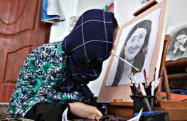 Афганская художница-инвалид рисует ртом