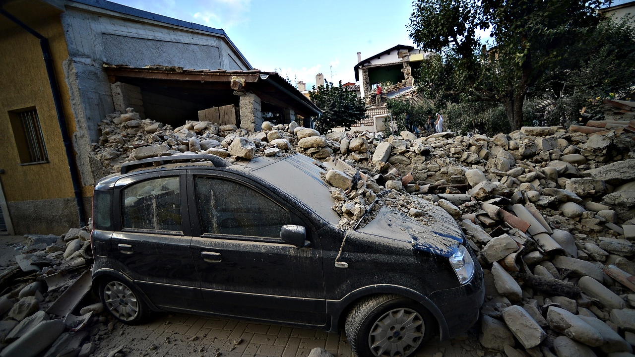 Сильное землетрясение в Италии, есть жертвы