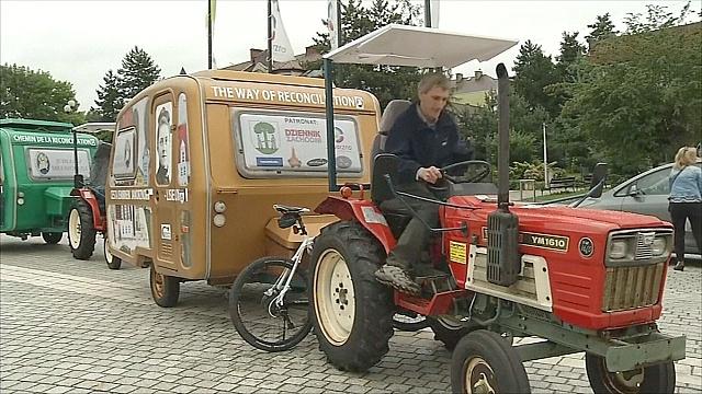 Паломничество на тракторах из Польши во Францию
