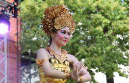 Японка представила в Москве танцы Индонезии
