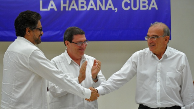 Власти Колумбии и ФАРК заключили мир
