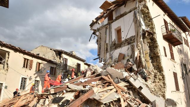 Последствия землетрясений в Италии и Мьянме