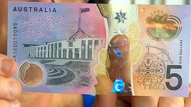 Новые $5 Австралии: прозрачные окошки и элементы для слепых