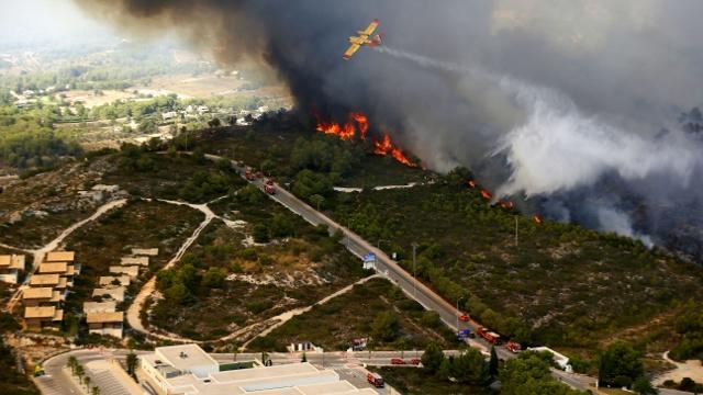 1000 человек бежали от пожара на курортном побережье Испании