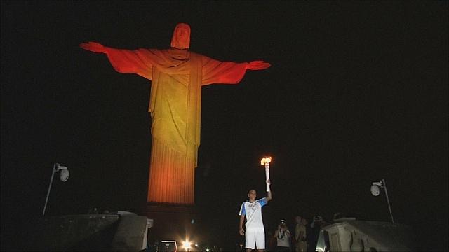 Паралимпийский огонь озарил статую Христа Искупителя