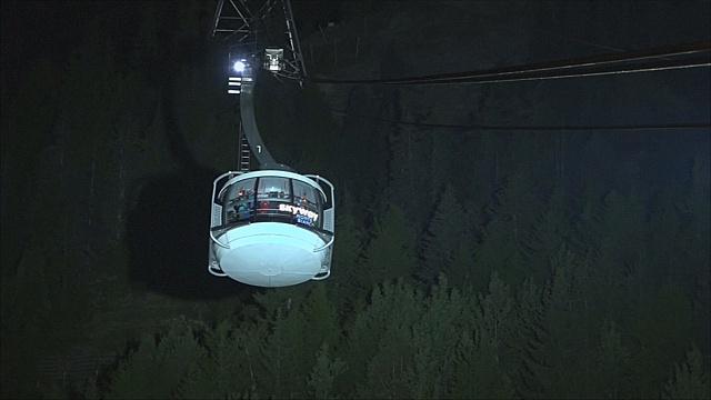 В Альпах спасают застрявших в сломанном фуникулёре