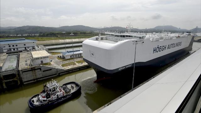 Крупнейший автомобилевоз прошёл через Панамский канал