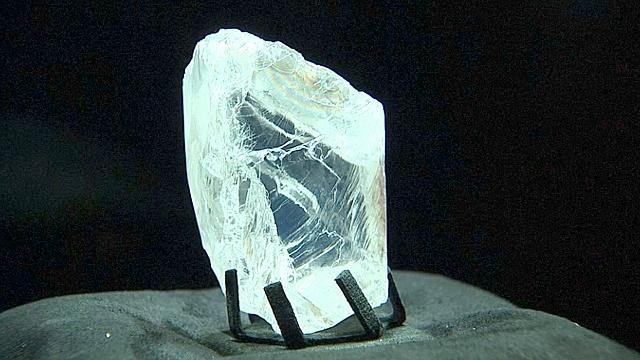 Алмаз весом 813 карат представили в Париже