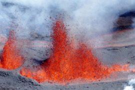 Извержение вулкана на Реюньоне застало врасплох туристов