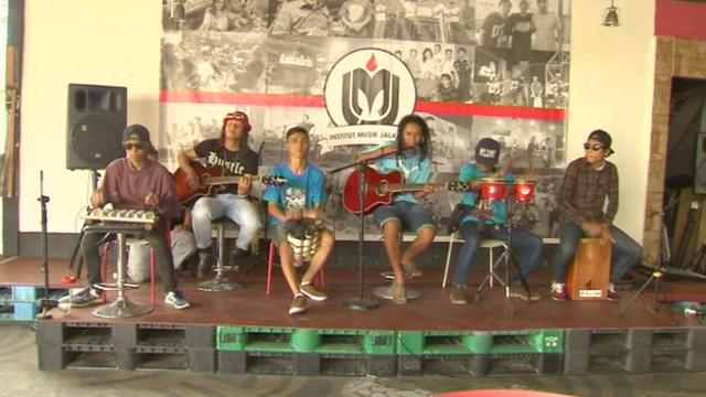Джакарта: первый институт для уличных музыкантов
