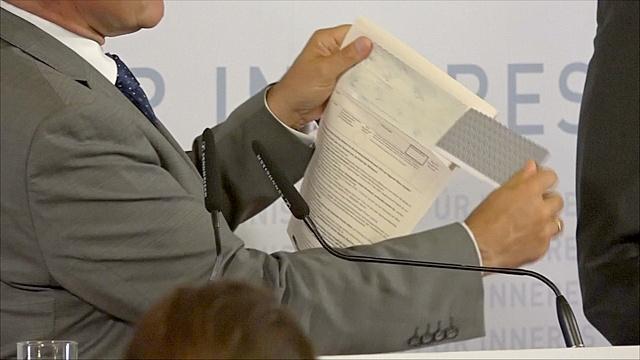 Выборы президента в Австрии отложили из-за плохого клея
