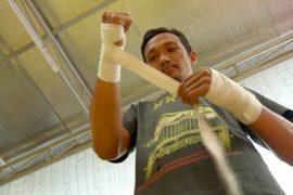Наркозависимых Индонезии лечат боксом