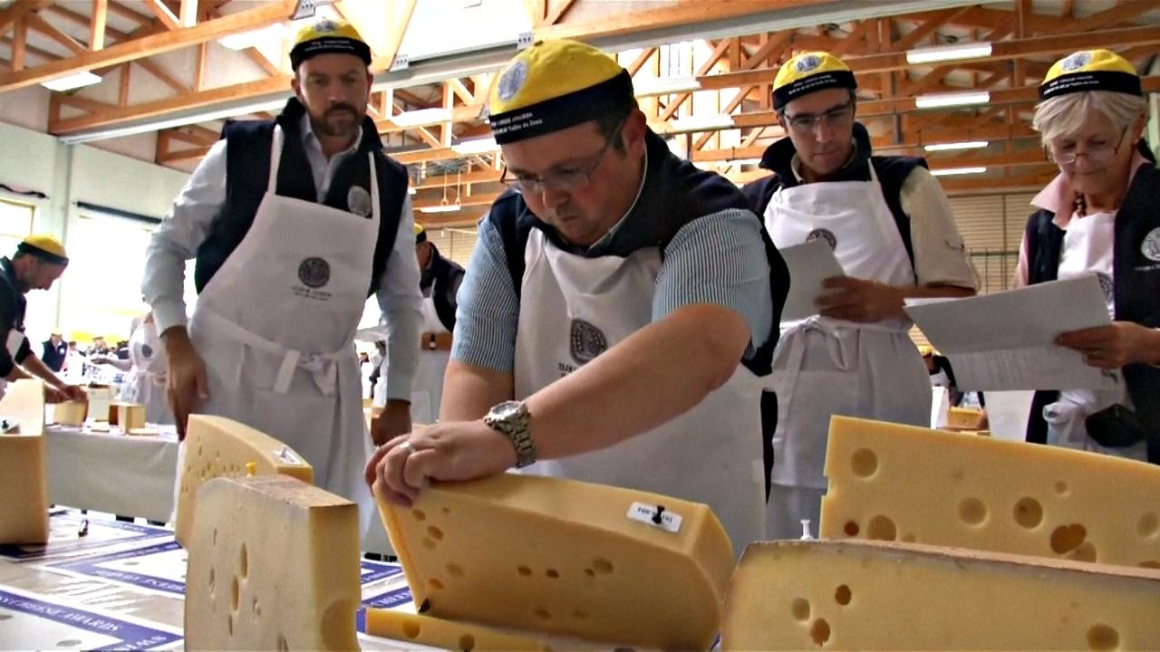 В Швейцарии выбирают лучший сыр из лучших