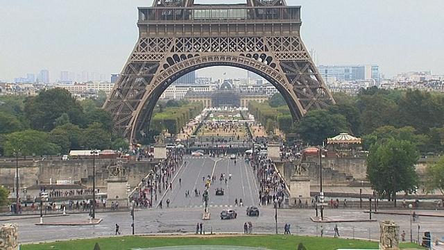 Пол-Парижа на день освободили от автотранспорта