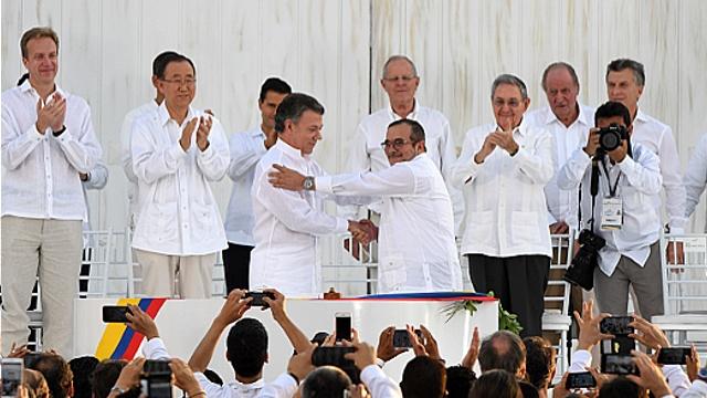 Власти Колумбии и ФАРК подписали мирное соглашение