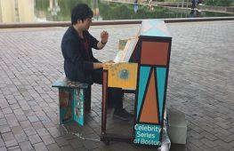Разрисованные пианино появились на улицах Бостона и Кембриджа