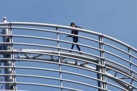 Человек-паук Ален Робер покорил небоскрёб Парижа