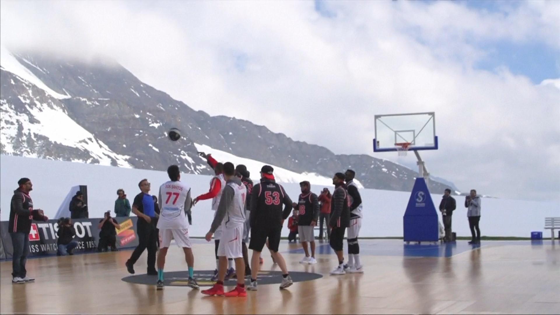 В баскетбол сыграли на высочайшем леднике Альп