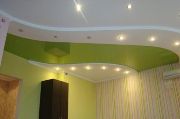 Обои или натяжной потолок – с чего начать?