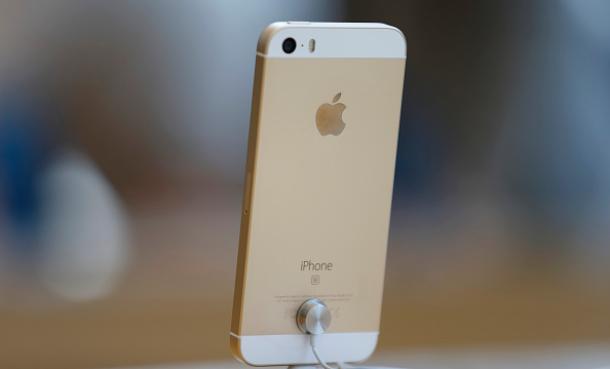 Iphone SE можно приобрести в кредит